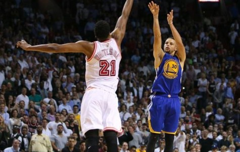 Stephen Curry Matches NBA Record with 3- Pointer