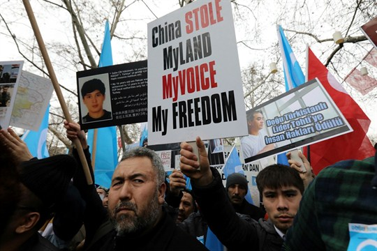 Uighurs in Turkey protesting against Chinas mistreatment and oppression of Muslim Uighurs living in Xinjiang, China (AP photo by Burhan Ozbilici)